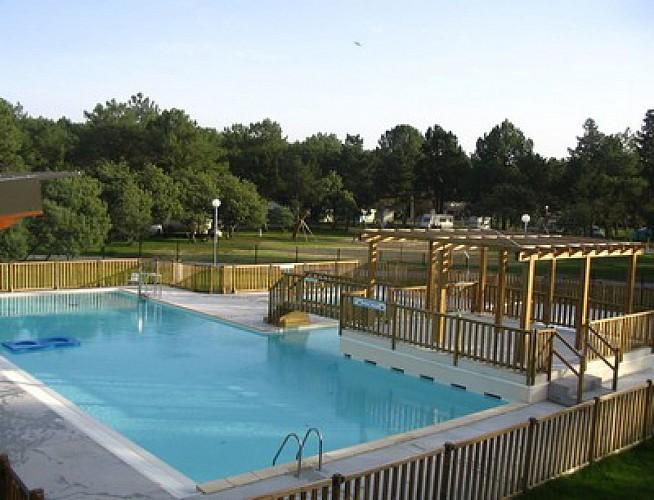 pins bleus piscine