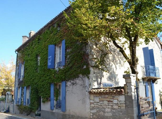 Villeréal en Coeur de Bastides - au coeur de la bastide découvrez la maison bleue