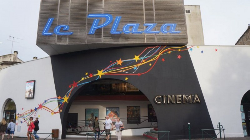 Le PLaza facade 1