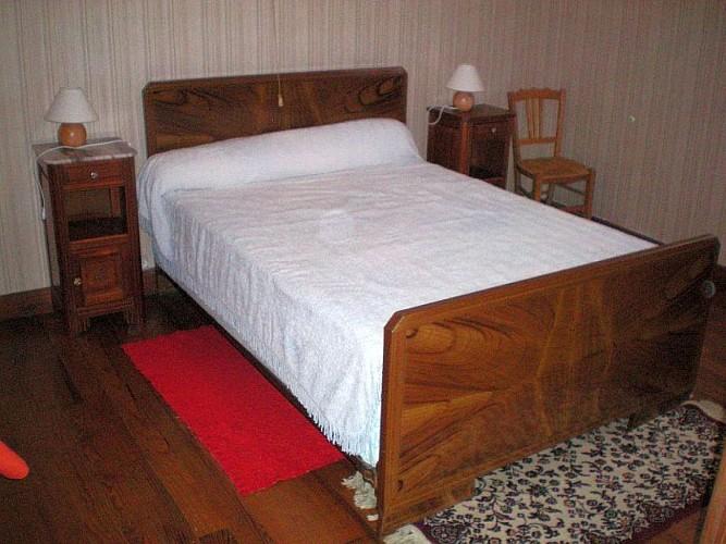 Maison Etchegaray chambre lit double blanc - Osses
