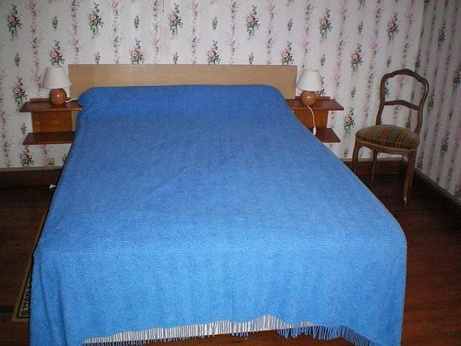 Maison Etchegaray chambre lit double bleu - Osses