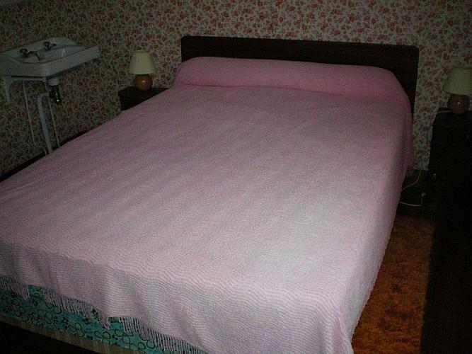 Maison Etchegaray chambre lit double rose - Osses