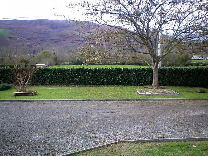 Maison Etchegaray cour et jardin - Osses