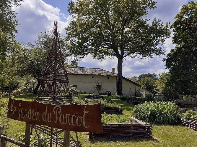 ferme-Parcot-echourgnac-cabane