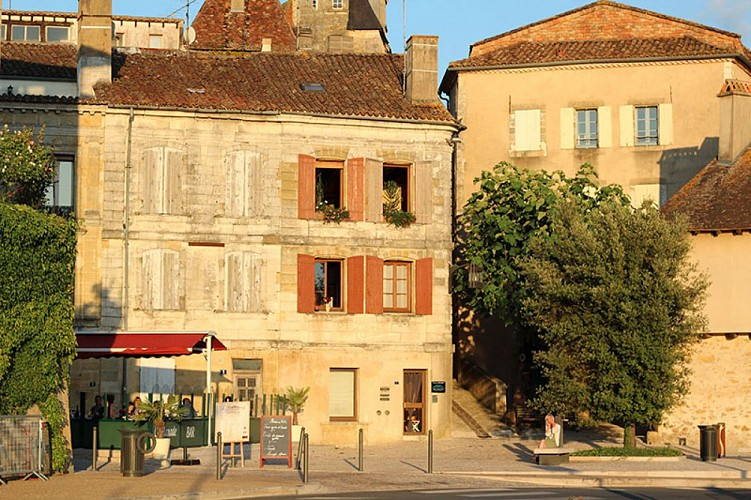 Bergerac-soir-d-ete----MC-Grasseau