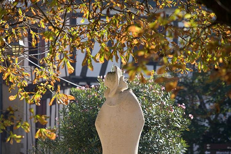 Cyrano---statue-pierre-13---Marc-Delbos