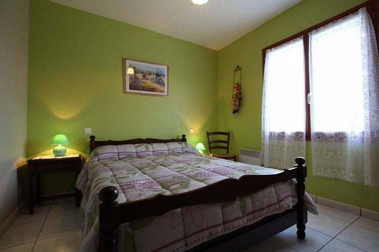 Maison Azcona chambre lit double verte - St Etienne de Baigorry