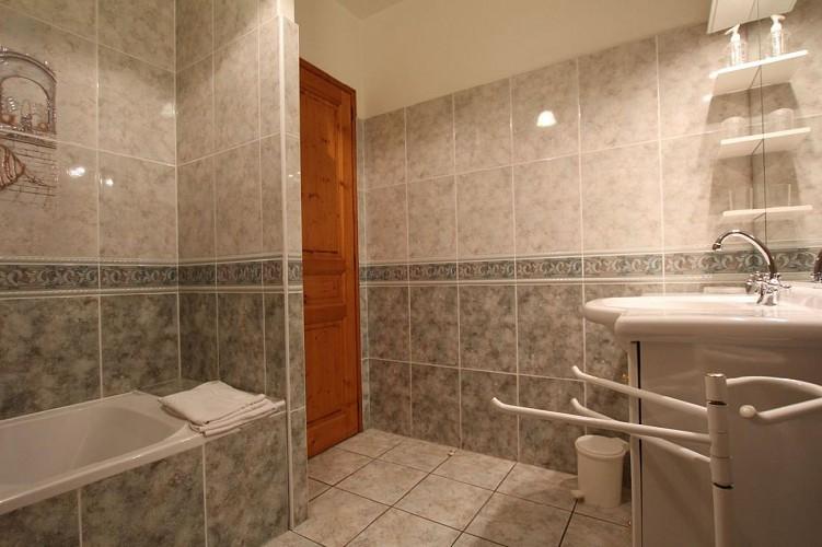 Maison Azcona salle de bain - St Etienne de Baigorry