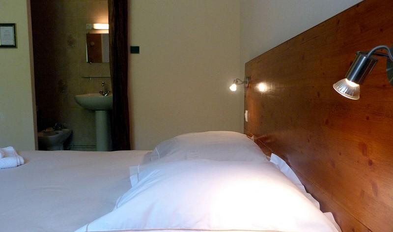 Chambre-hotes-Mateo-chambre-lit-biais-Hopital-Saint-Blaise-64130