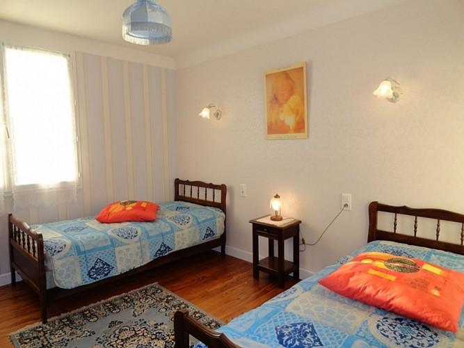 Appartement-Ybargaray-chambre-deux-lits-autre-vue---Lacarre