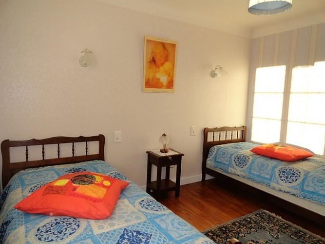 Appartement-Ybargaray-chambre-deux-lits---Lacarre