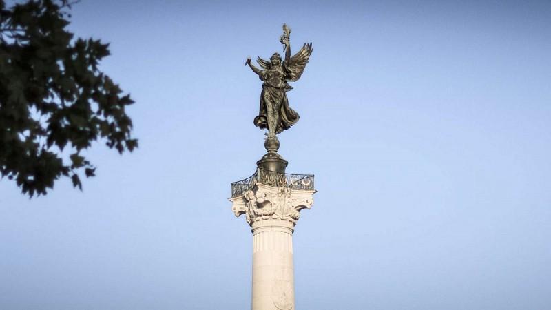 Quinconces-Monuments-Colonnes-rostrales-David-Remazeilles