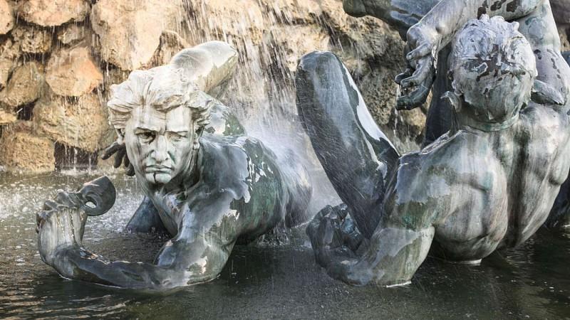 Quinconces-Monument-aux-Girondins-Fontaine-David-Remazeilles-2