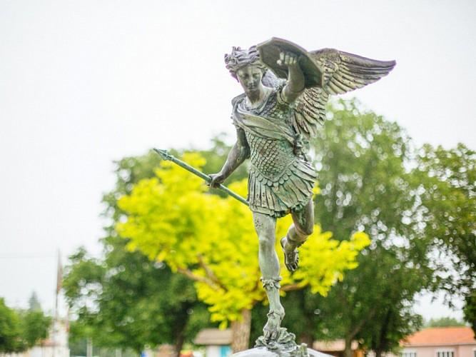 Grignols - statue Saint Michel