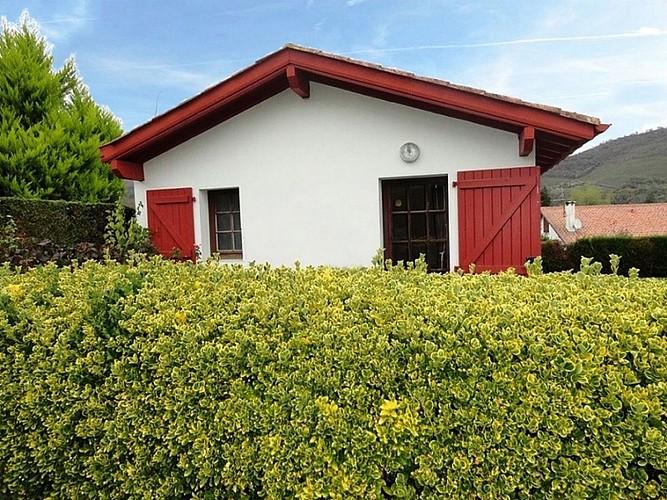 Location Juantorena - 02 - Haie et maisonnette - Ascarat