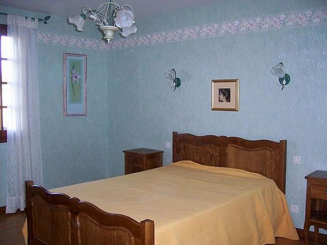 Location Lerissa - 09 - Chambre lit double peche - Caro