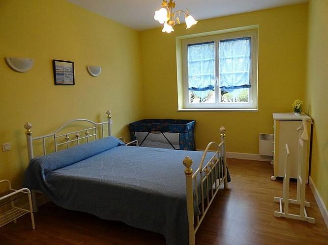Location Biscaichipy - 08 - Chambre lit double jaune - Ispoure