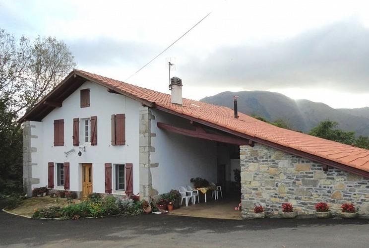 Location Trounday - 01 - Façade maison - Ossès