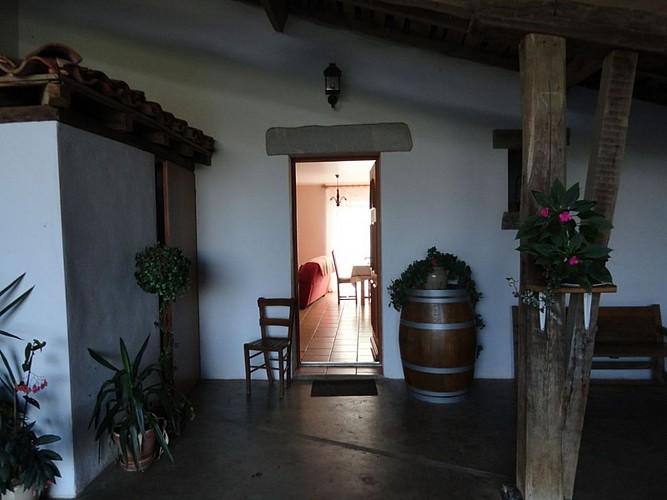 Location Trounday - 04 - Entrée par terrasse couverte - Ossès