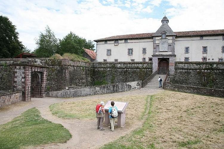 Citadelle de St Jean Pied de Port - entrée pont