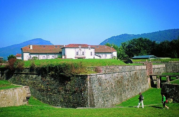 Citadelle de St Jean Pied de Port - pèlerin