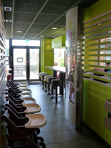 Restaurant Mac donald's 7
