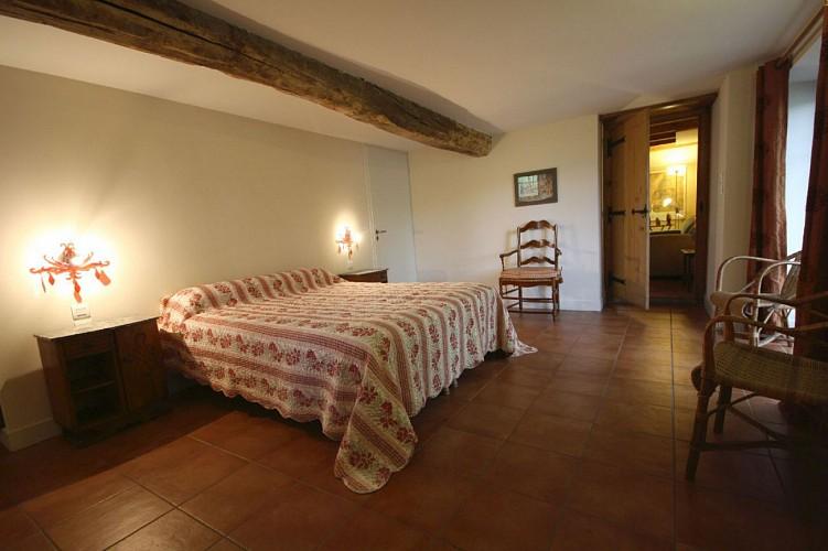 chambre-lit-double-appartement-xoriekin-maison-lacotaenia-laurence-joppin-2
