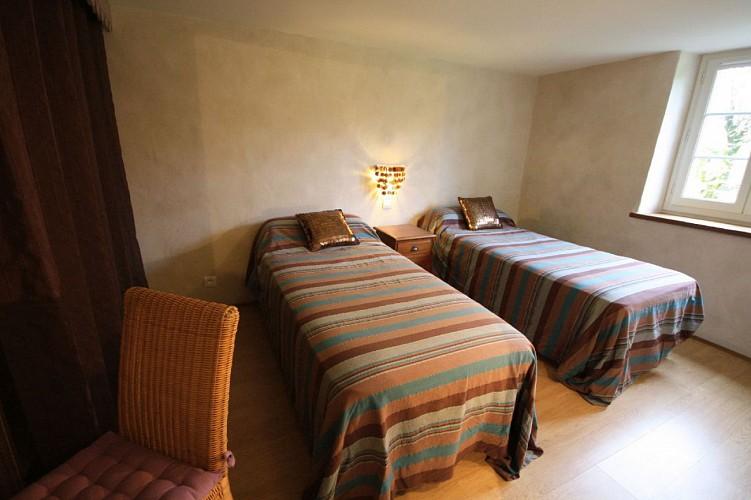chambre-lits-twins-rayures-bleues-appartement-xoriekin-maison-lacotaenia-laurence-joppin-2