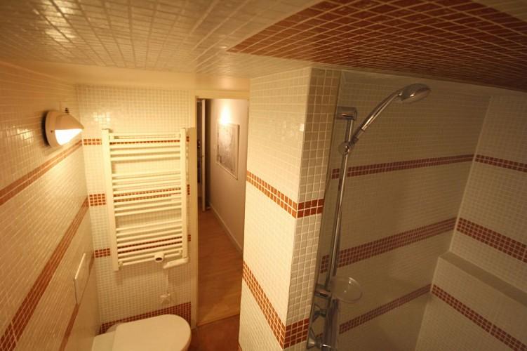 salle-de-douche-etage-appartement-xoriekin-maison-lacotaenia-laurence-joppin-2