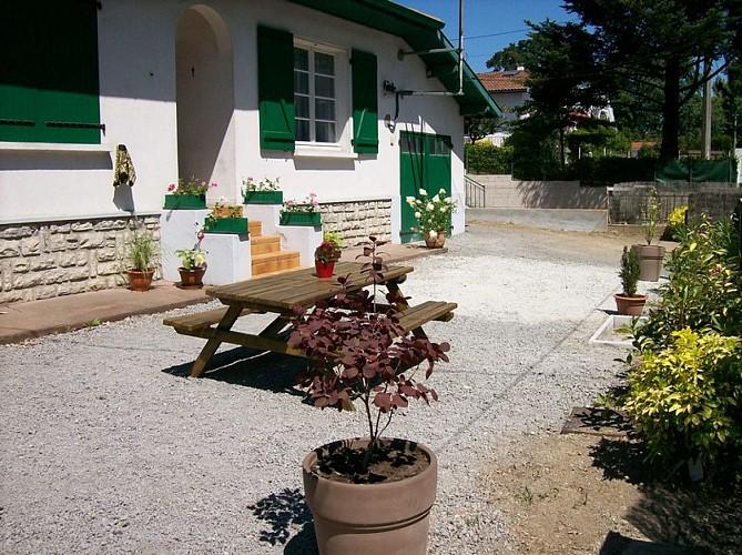 Pince terrasse-salon de jardin
