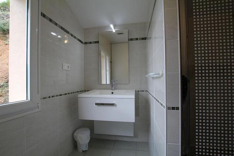 maison-lascor-salle-de-douche-hosta