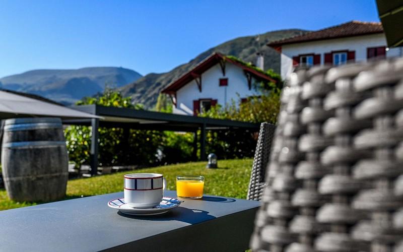 Jardin-Hotel-Restaurant-du-Chene-Itxassou-1440x900