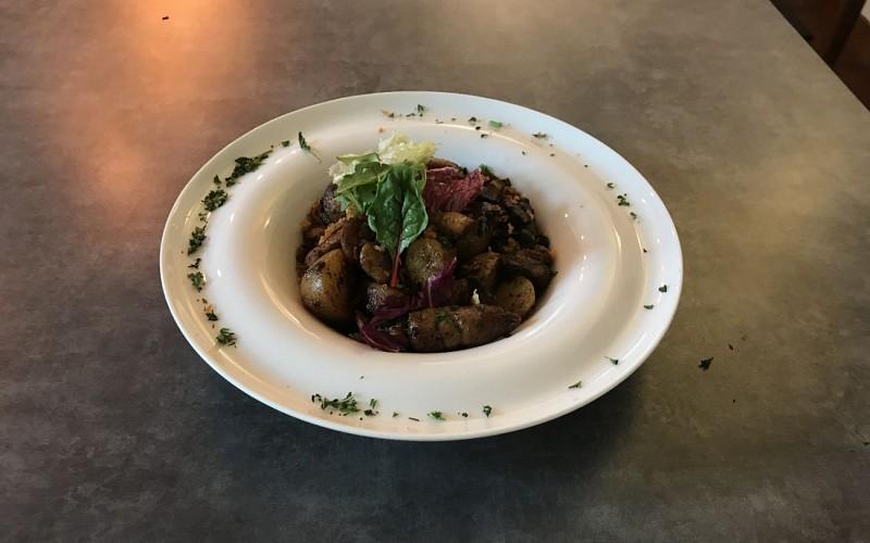 Les-ris-d-agneau-aux-cepes-en-toupinade-Restaurant-du-Chene-Itxassou-1440x900