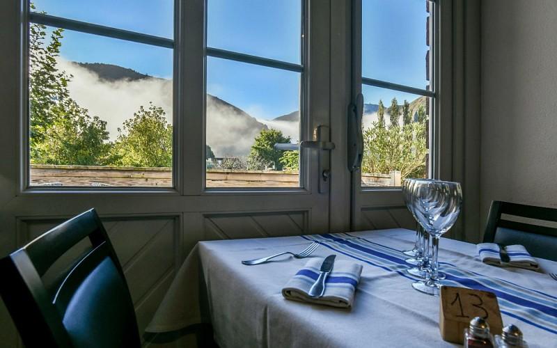 Vue-table-du-restaurant-du-Chene-a-Itxassou-1440