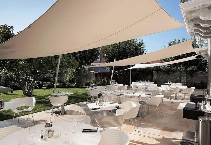 Restaurant Hotel de Silhouette TERRASSE3
