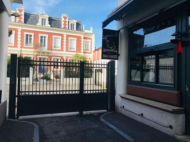 Haragia Biarritz devanture2