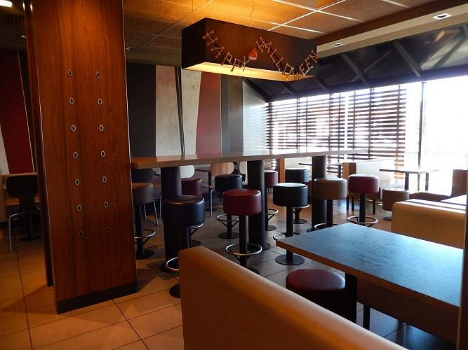 Restaurant Mc Donald's - Pau Nobel - tables