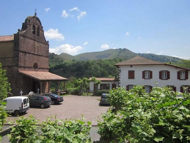 Hotel restaurant Barberaenea - vue église - Bidarray