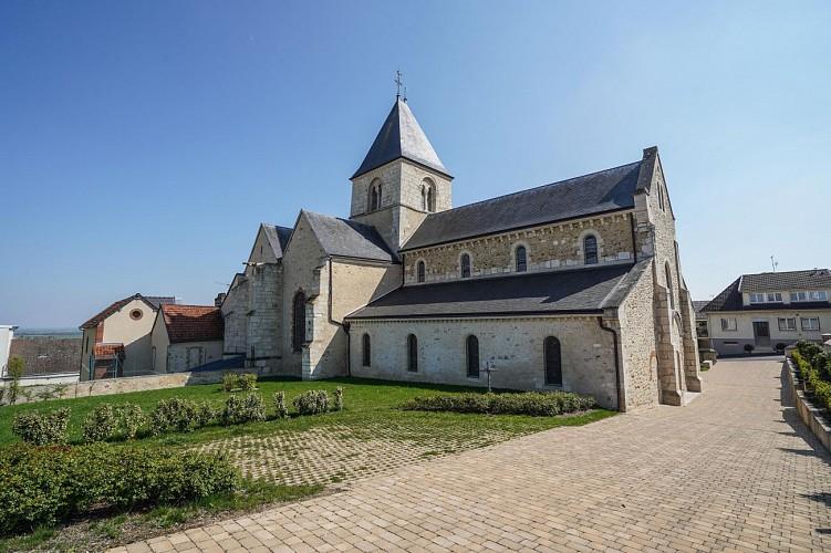 Eglise Saint-Nicolas et réplique de la Grotte de Lourdes