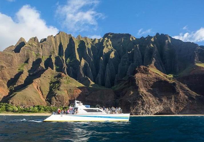 Croisière en catamaran sur les côtes Na'Pali au coucher du soleil – Dîner inclus – Kauai