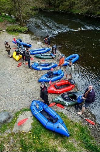 Alliez rando et kayak avec le packraft au bord et sur l'Ourthe !