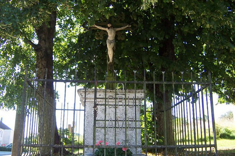 Crucifix entouré de tilleuls remarquables