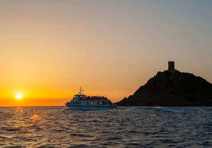 Îles Sanguinaires cruise at sunset with aperitifs - Leaving from Ajaccio and Porticcio