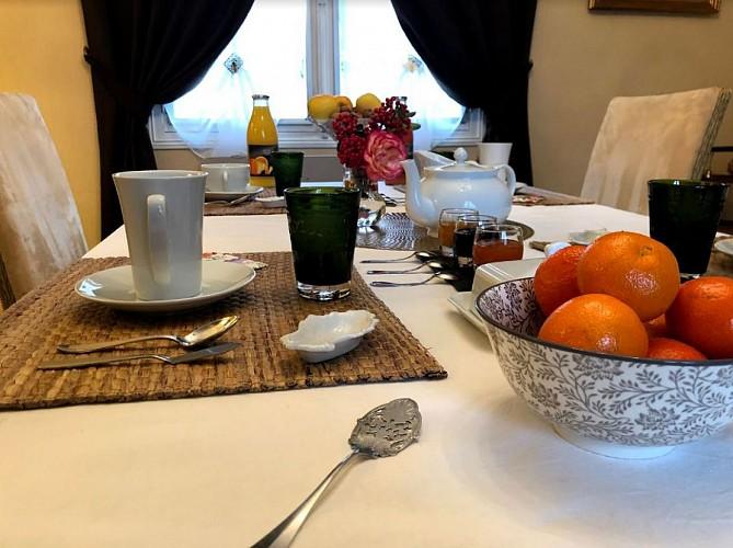 Petit-Dejeuner-Maison-Blanche