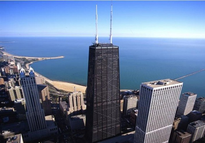 Guided Tour of Chicago's North and South Sides by Minibus and Foot + Chicago 360