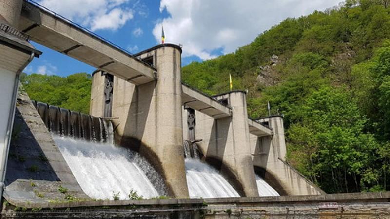 Lac et barrage de Nisramont