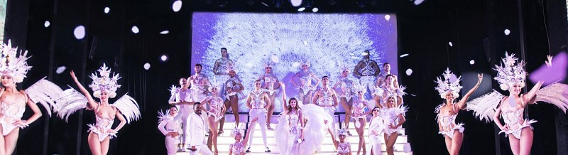 Paradis Latin Show - With a glass of Champagne