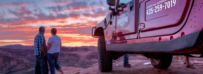 """4x4 sunset safari - Off the extreme track of the """"Hell's Revenge"""" trail - Moab"""