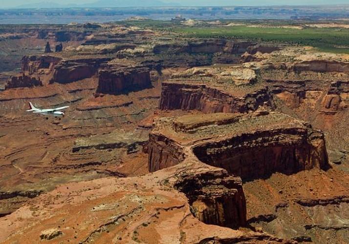 Survol des Parcs nationaux Arches et Canyonlands en avion touristique (1h) - Moab