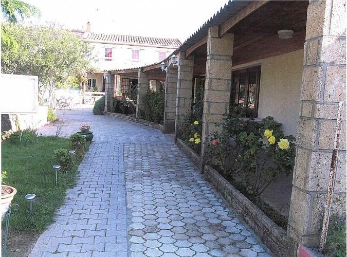 sernhac;gard;restaurant;auberge